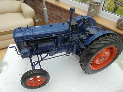 Fordson Major E27N 2wd 1/16 Tractor Model Universal Hobbies UH2638U Boxed • 49.99£
