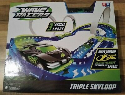 Hand Motion Controlled Wave Racers Triple Sky Loop Raceway - BRAND NEW • 25£