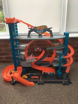 Hot Wheels City Ultimate Garage With Shark Attack  • 25£