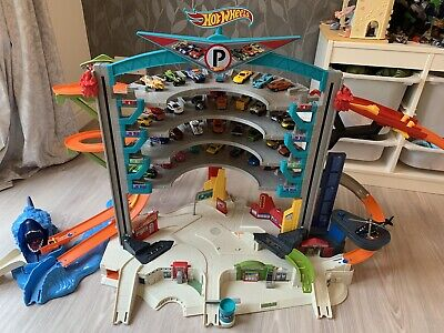 Hot Wheels Ultimate Shark Garage • 17£