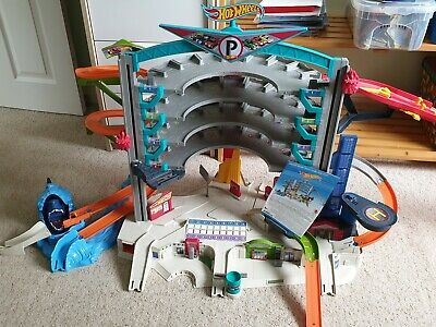 Hot Wheels CMP80 Ultimate Garage Shark Playset • 25£