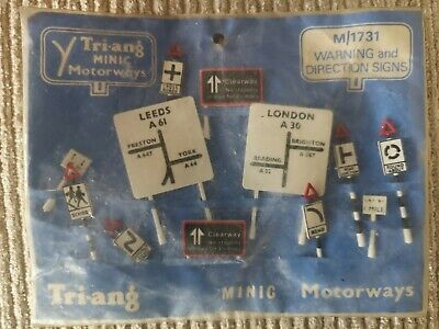 TRIANG MINIC MOTORWAYS Warning And Direction Signs • 18£