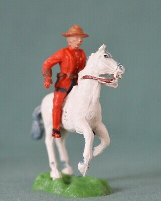 1/32 (54 / 60 Mm) Crescent Royal Canadian Mounted Policeman (RCMP) @ 1960 (2).  • 9.99£