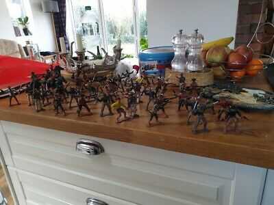 Large Number Of Plastic Cowboys And Indians - More Than 80 Toy Soldiers • 19.99£