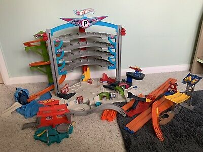 Hot Wheels Ultimate Garage Shark • 14£