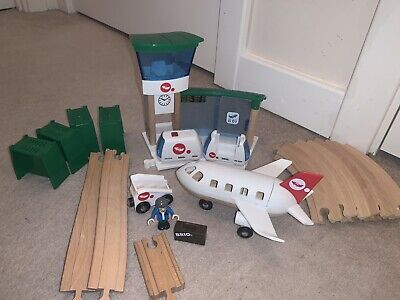 BRIO MONORAIL AIRPORT SET (33301) Battery Operated Engine. • 10£
