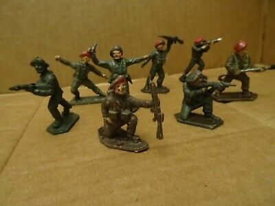 Lone Star Red Beret Paratroopers. Complete Set Of 8 Figures.1960s • 9.99£