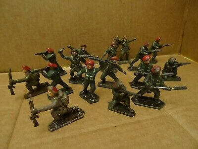 Lone Star Red Beret Paratroopers. 2 Complete Sets. 16 Figures.1960s • 16.99£