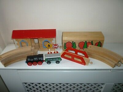 Wooden Train Track, Tunnel, Bridge, Signs, Shed • 2.95£