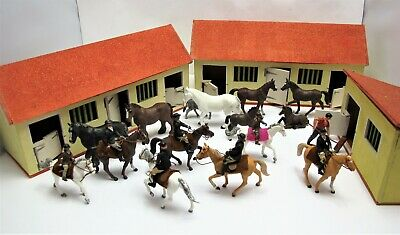 1970's DEBTOY Stables / Riding School With Britains Horses & Riders  - (1353) • 74.99£