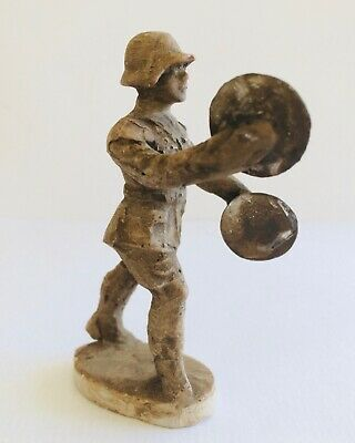 W.W.I. GERMAN MARCHING MUSICIAN. CYMBALS. VINTAGE ELASTOLIN COMPOSITION 7.5cm • 9.99£