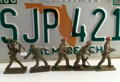 Vintage Crescent Toy Set Of 5 British Soldiers / Paratroopers • 5.99£