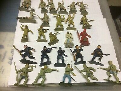 Charbens Plastic Figures X 26.  Can Be Separated • 25£