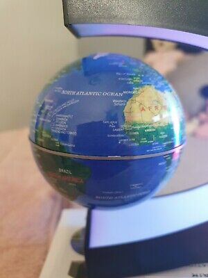Magnetic Floating Globe  • 5£