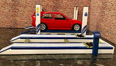 1/18 Scale 4 Post Garage Ramp And 1/18 Scale Rolling Road • 60£