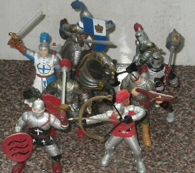 ELC Figures - Horse And 8 Knights  . • 6£
