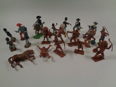Vintage Plastic Crescent Figures Toys Made In England • 16£