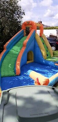 2x Bouncy Castles With Blower • 6£