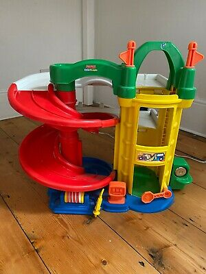 Fisher Price Little People Car Garage • 12£