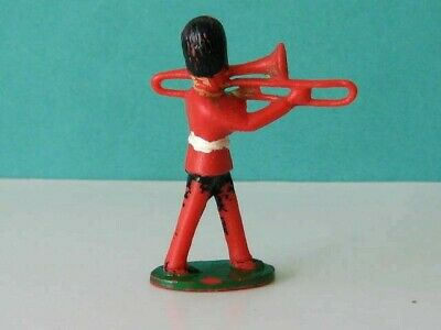 1 X CHARBENS. 1960's BRITISH GUARDS BANDSMAN. 1/32 SCALE PLASTIC TOY SOLDIER • 1.65£