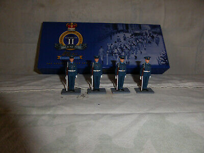 Britains 40280 Gold Jubilee Series, The Royal Airforce, X4 Soldiers At Attention • 15£