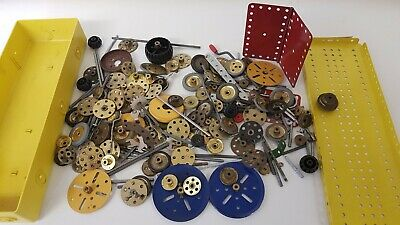 Meccano Box Containing Hinged Plate Strips Wheels Pulleys Axle Rods Springs • 2.50£