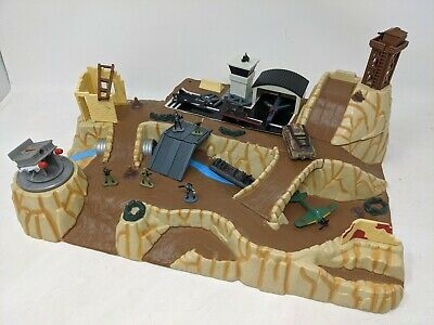 Vintage Micro Machines Wolf Ridge Military Battleground Playset & Cars/vehicles • 45£