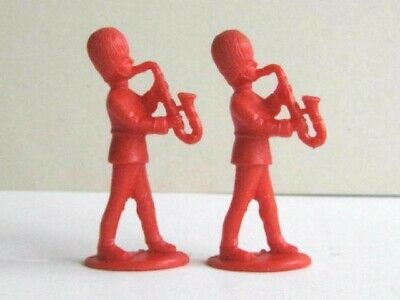 2 X CHARBENS. 1960's BRITISH GUARDS BANDSMAN. 1/32 SCALE PLASTIC TOY SOLDIERS • 1.99£