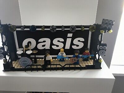 Oasis Lego Minifigures And Stage. Perfect Birthday Gift Liam / Noel Gallagher • 54.99£