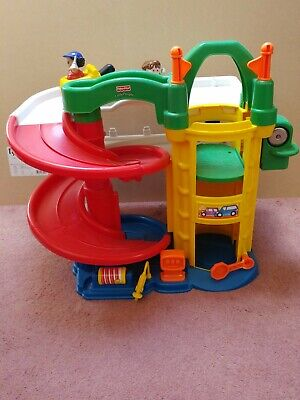 Fisher Price Toy Car Garage • 12.50£