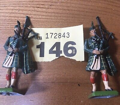 Britains Toy Soldiers Scottish Pipers • 12£