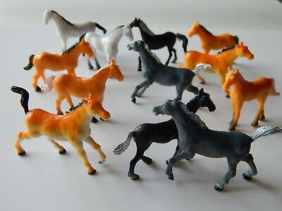 12 Mini Plastic Horses! Educational! Small. 4.5 Cm! Party Bag Toys! Animals! • 5.75£