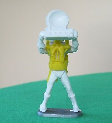 Cherilea Plastic Spaceman With Receiver Disc Raised • 4.99£