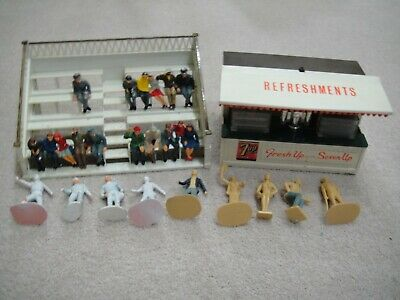 Collectable Classic Scalextric Snack Bar And Grandstand With Sitting People • 29.99£