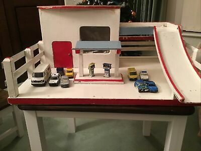 Hand Made Garage , Petrol Pumps And 9 Vintage Cars Of Which 7 Are Corgi • 5£