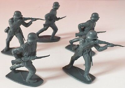 Vintage German Wwii Infantry Soldiers Plastic 1/32 Scale Approx. Uk Dispatch • 7.99£