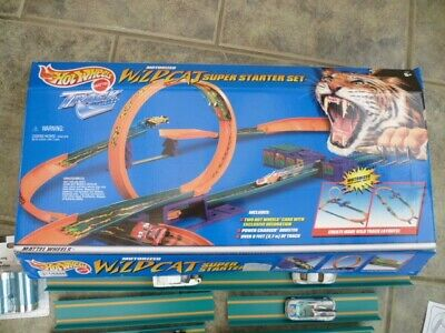 Hot Wheels Wildcat Super Starter Set With Power Booster And Cars • 15£
