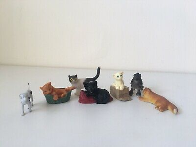Cat And Dog Toy Figures • 1£