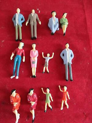 12 X Scalextric Type Plastic Painted Seated / Standing Spectator Figures 1/32  • 7.99£