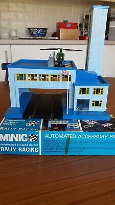 Triang Minic Motorway M1811 Heliport Drive Through Blue Building • 47£
