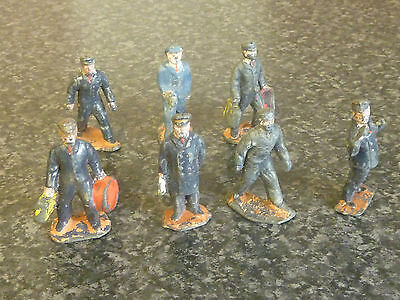7x PRE-WAR DINKY BRITAINS & OTHER MAKES 'O' GUAGE RAILWAY STATION/TRAIN FIGURES  • 69.95£