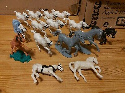 Vintage Plastic Horse Figure Lot 2  1/32 Scale Airfix And Unknown. • 14.99£