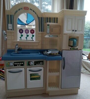 Little Tikes Kitchen With Stool And Accessories • 10.80£