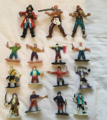 Bundle Of Plastic Pirates Figures • 2£