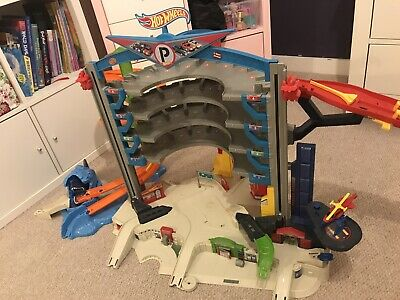 Hot Wheels City Ultimate Garage • 33£