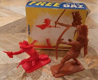 1960s CRESCENT TOYS PLASTIC COWBOYS & INDIANS~DAZ SOAP POWDER FREE GIFT  • 15£
