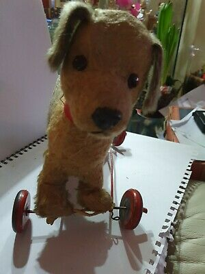 Vintage Small Pull Along Dog On Wheels • 37£