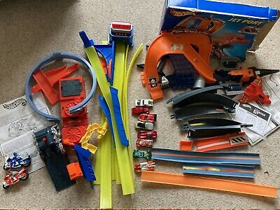 Hot Wheels Track Set With Instructions & 8 Hot Wheel Cars -Extra Track Included • 9.50£