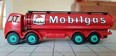 Superb Dinky Toys 504 - Foden 14-ton 2nd Cab Tanker; Mobilgas, Red, Repaint • 44.75£