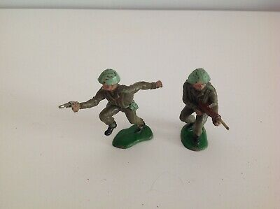 2 X CRESCENT TOYS BRITISH INFANTRY 1960's PLASTIC SOLDIERs • 6.99£
